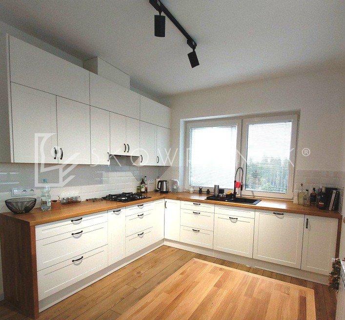kuchnia klasyczna biała blaty drewniane lakierowana lakier biały mat skandynawska deb2